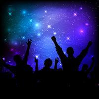 Publiek op de hemelachtergrond van de melkwegnacht