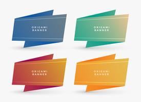 Cuatro banners de origami con espacio de texto.