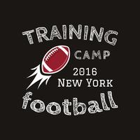 Logotipo del campamento de entrenamiento de fútbol americano, emblema, etiqueta, insignia en estilo de color retro. Diseño gráfico de logo vintage para camiseta, web. Impresión colorida aislada en un fondo oscuro. Vector