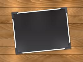 Foto em branco sobre fundo de madeira