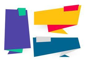 Banderas planas de origami en diferentes colores.