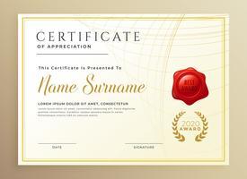 modèle de récompense élégant diplôme ou certificat en style d'or