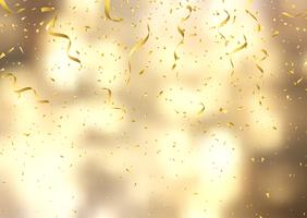 Confeti dorado y serpentinas sobre fondo desenfocado