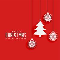 fond rouge avec sapin de Noël et boules