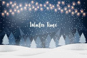 Orario invernale. Paesaggio invernale per le vacanze di Capodanno con abeti, ghirlande luminose, neve che cade. Sfondo vettoriale di Natale.