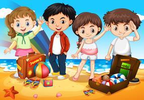 Lyckliga barn på stranden