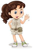 Una chica de safari en el fondo blanco