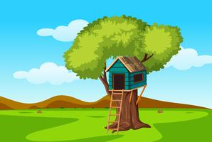 Una casa de arbol en la naturaleza