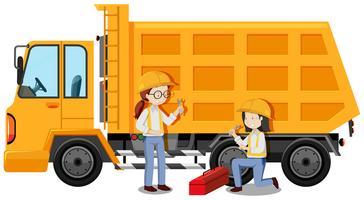 Ingeniero Mecánico arreglando un camión