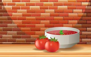 Een tomatensaus en een verse tomaat