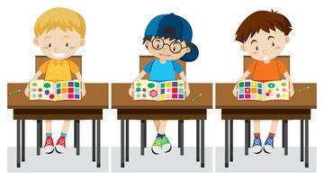 Los alumnos estudian formas y colores.