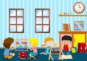 Grupo de niños pequeños jugando