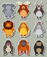 Diseño de etiqueta con muchos animales salvajes.