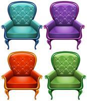 Cuatro sillones de color.