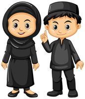 Indonesisk pojke och tjej i svarta kostymer