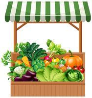 Verdura sulla mensola in legno