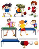 Mucha gente jugando tenis de mesa.