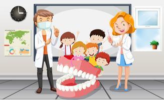 Dentistas e crianças em sala de aula