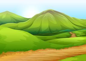 Vlakke aardeweg naar de heuvel