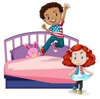 Junge und Mädchen, die auf Bett springen
