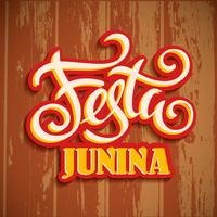 Feriado da América Latina, a festa junina do Brasil. Design de letras na textura de madeira.
