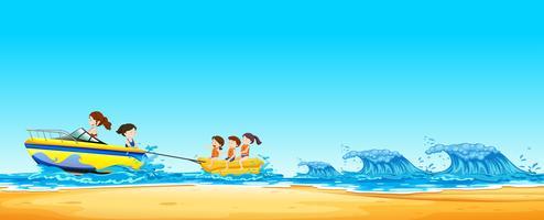 Barn Ridning Banan Båt i Ocean