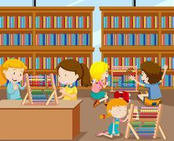 Schüler lernen Mathematik mit Abakus