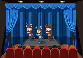 Kinder treten auf der Bühne auf