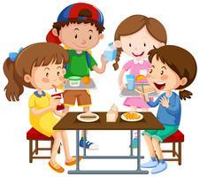 Grupp av barn som äter tillsammans