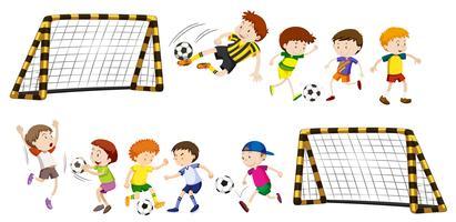 Fotbollsmål och pojkar som spelar boll