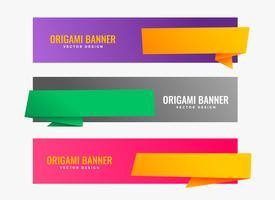 Tres banners de origami con espacio de texto.