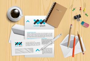 Scrivania realistica con diversi oggetti, illustrazione vettoriale