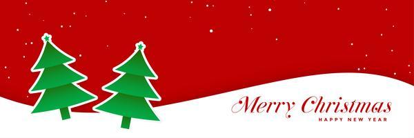 Weihnachtsbäume auf rotem Fahnendesign