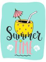Linda tarjeta de verano brillante con cóctel en piña y letras handdrawn