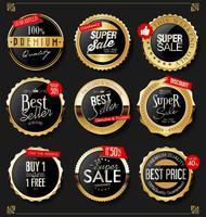 Escudos dorados laurel coronas y distintivos de colección. vector
