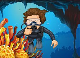 Operatore subacqueo di scuba che si tuffa sotto l'oceano