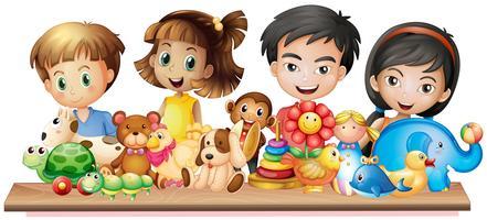 Många barn tittar på söta leksaker