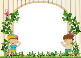 Bordure design avec des garçons dans le jardin