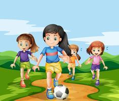 Mädchen, die Soccker im Park spielen