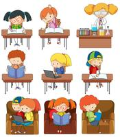 Conjunto de niños estudiando
