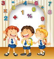 Niño y niñas en uniforme escolar