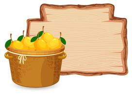 Mango im Korb auf Holzbrett