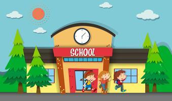 Kinderen verlaten de school in de avond