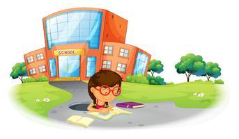 Ein Mädchen schreibt in das Loch in der Nähe der Schule