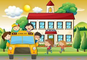 Kinderen op schoolbus naar school