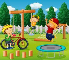Meninos, tocando, em, pátio recreio