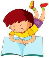 Niño leyendo libro grande solo