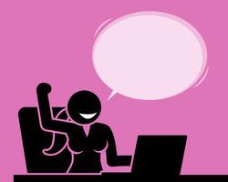 Femme se sentant optimiste, positive et encourageante lors de l'utilisation d'un ordinateur.