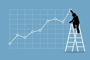 Homem de negócios que escala acima em uma escada para ajustar uma carta do gráfico de tendência de alta em uma parede.