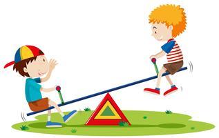 Dos niños jugando balancín en el parque